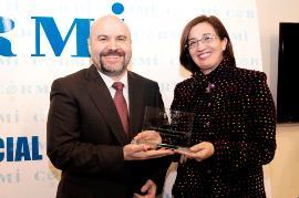 Isabel Martínez Lozano, última secretaria general de Política Social y Consumo del gobierno socialista, junto a Luis Cayo Pérez Bueno, presidente del CERMI