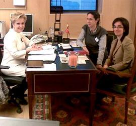 Carmen Quintanilla, Presidenta de la Comisión de Igualdad del Congreso, junto a Ana Peláez y Pilar Villarino, del CERMI