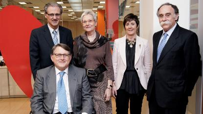 """Foto de familia de los componentes de la mesa redonda """"La agenda política de la discapacidad para la legislatura 2011-2015"""""""