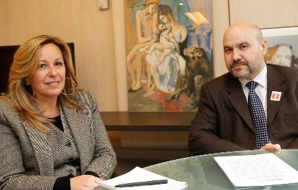 Trinidad Jiménez, secretaria de Política Social del PSOE, y Luis Cayo Pérez Bueno, presidente del CERMI