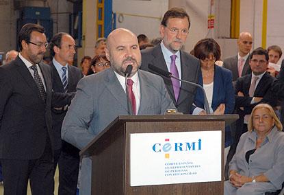 Un momento de la visita de Mariano Rajoy a Flisa, con representantes del CERMI