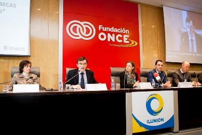 Fundación ONCE entrega 54 becas a universitarios con discapacidad dentro del programa 'Oportunidad al talento'