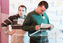 Lectura de los 20 deseos de la campaña de Autismo España por parte de chicos y chicas con Trastorno del Espectro del Autismo (TEA)