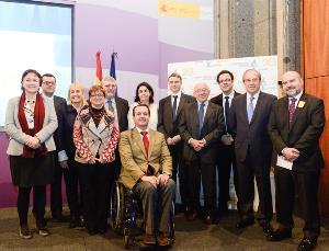 Foto de familia tras la celebración de los 20 años de Autismo España