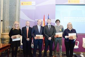 Foto de familia de las entidades de Autismo España reconocidas en el acto de celebración de los 20 años de Autismo España