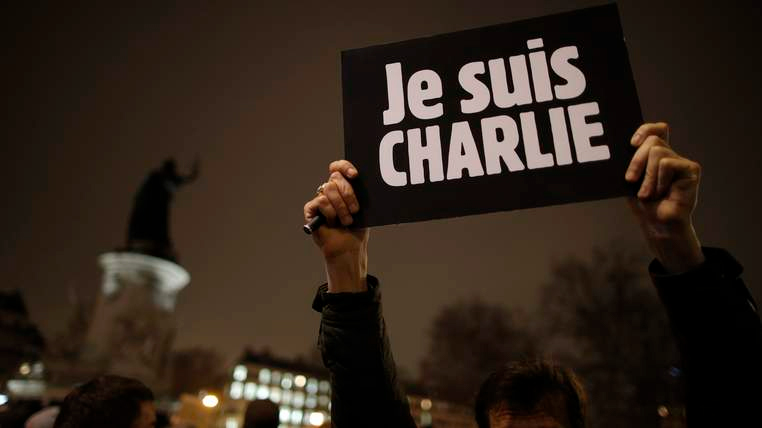 Cartel con el lema 'Yo soy Charlie', contra el ataque a la sede del semanario satírico francés 'Charlie Hebdo' en París