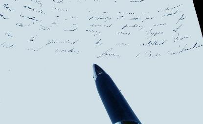 Imagen de un bolígrafo junto a un documento