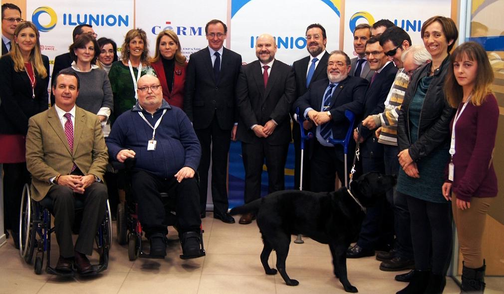 Foto de familia del movimiento asociativo con Alfonso Alonso