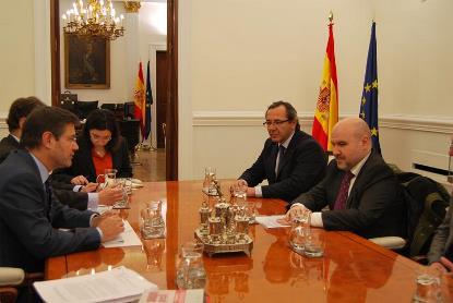 El ministro de Justicia, Rafael Catalá, reunido con representantes del CERMI
