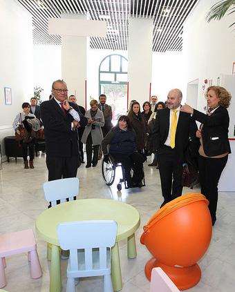 El consejero de Asuntos Sociales, Jesús Fermosel, y el presidente del CERMI, Luis Cayo Pérez Bueno, visitan las instalaciones del CRECOVI