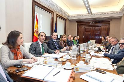 Reunión del ministro de Sanidad, Servicios Sociales e Igualdad, Alfonso Alonso, con la Mesa de Diálogo con la Plataforma del Tercer Sector