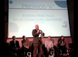 Luis Cayo Pérez Bueno, presidente del CERMI, recibe el premio especial A de Accesibilidad 2014 de la ciudad de Ávila