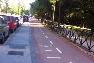 Carril bici en una acera de Madrid