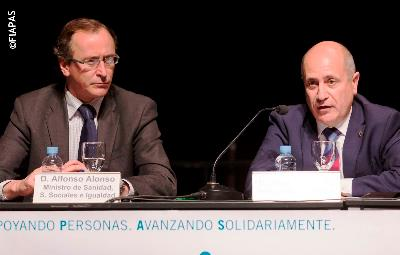 El ministro Alonso junto al presidente de Fiapas, José Luis Aedo, en el acto de entrega de los Premios Fiapas de Investigación en Deficiencia Auditiva 2014