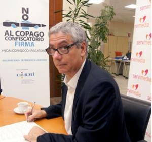 El diputado de Iniciativa per Catalunya, Josep Pérez Moyá, se suma a la campaña del CERMI contra el copago confiscatorio