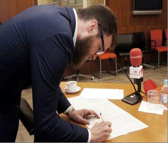 El diputado de UPyD, Julio Lleonart, se suma a la campaña del CERMI contra el copago confiscatorio