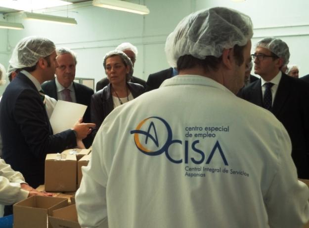 Directivos del BBVA visitan el CEE de Aspanias