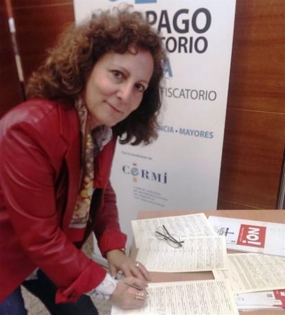 La presidenta de FAPE, Elsa González, se suma a la ILP contra el copago en dependencia