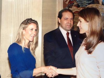 Beatriz Prieto, directora de Comunicación de Down España con la Reina Letizia