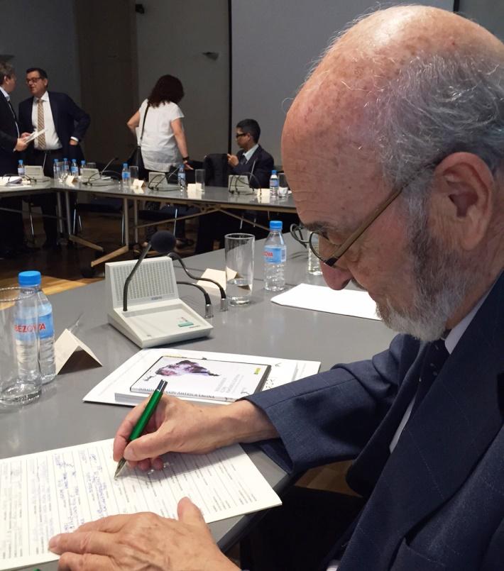 Adolfo Jiménez, ex secretario de Estado de Seguridad Social, firma la ILP contra el copago en dependencia