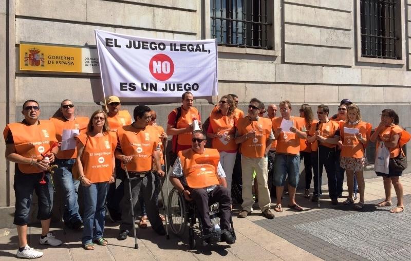 Imagen de una de las 52 concentraciones contra el juego ilegal convocadas por el sindicato UTO-UGT (Imagen de UTO-UGT)
