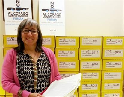 La presidenta del CERMIN, Mª Luz Sanz, ha entregado al CERMI Estatal 2.710 firmas contra el copago