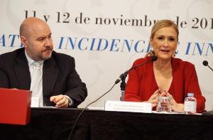 Luis Cayo Pérez Bueno, presidente del CERMI junto a Cristina Cifuentes, presidenta de la Comunidad de Madrid