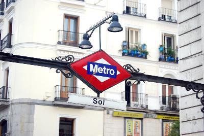 Detalle de una de las bocas de metro madrileñas. Sol