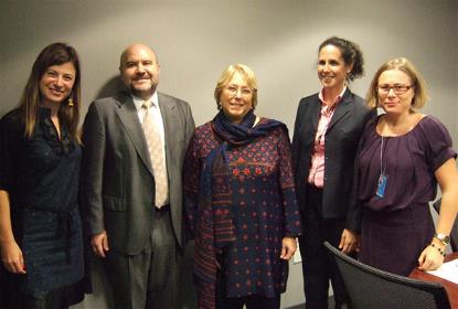 Michelle Bachelet con representantes del CERMI