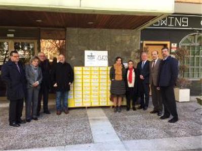 Foto de familia del CERMI en la entrega de las firmas contra el copago
