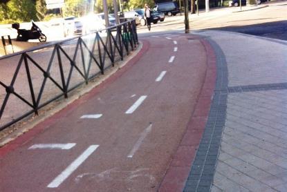 Carril bici en una acera