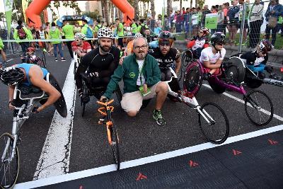 Juan Carlos Hernández Sosa en linea de salida de la prueba de los 10km atletas en sillas e rueda de la Hospitales San Roque Gran Canaria Maratón