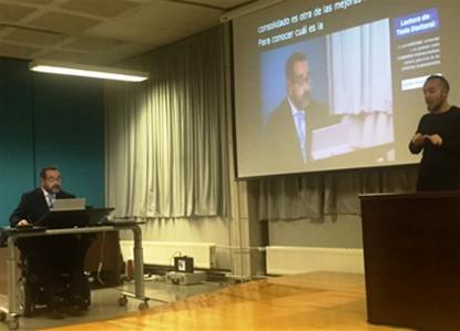 Javier Miranda Erro, miembro del CERMI, lee una tesis doctoral de la Universidad Pública de Navarra que aborda los planos jurídico y práctico de la accesibilidad universal