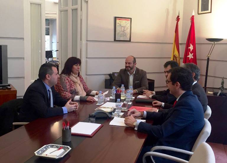 CERMI Comunidad de Madrid y el CTRM firman un acuerdo provisional para regular el acceso de sillas de ruedas motorizadas a los autobuses de transporte público regular