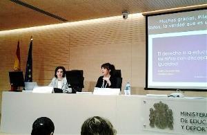 Isabel Caballero, coordinadora de la Fundación CERMI Mujeres, durante su intervención