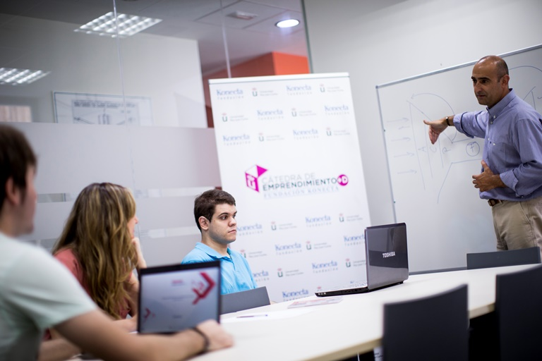 'Tech Now, proyecto bajo paraguas de la cátedra Fundación Konecta-URJC, dedicado a la accesibilidad web, la domótica adaptada y la venta de aparatos informáticos para personas con discapacidad visual