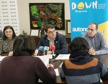 Imagen de Down Compostela, en la rueda de prensa para mostrar su apoyo el recurso ante el Tribunal Constitucional para restablecer el derecho al voto de una joven con discapacidad