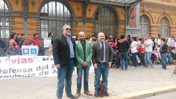 El CERMI, en la protesta cívica exigiendo accesibilidad para ferrocarril en Almería
