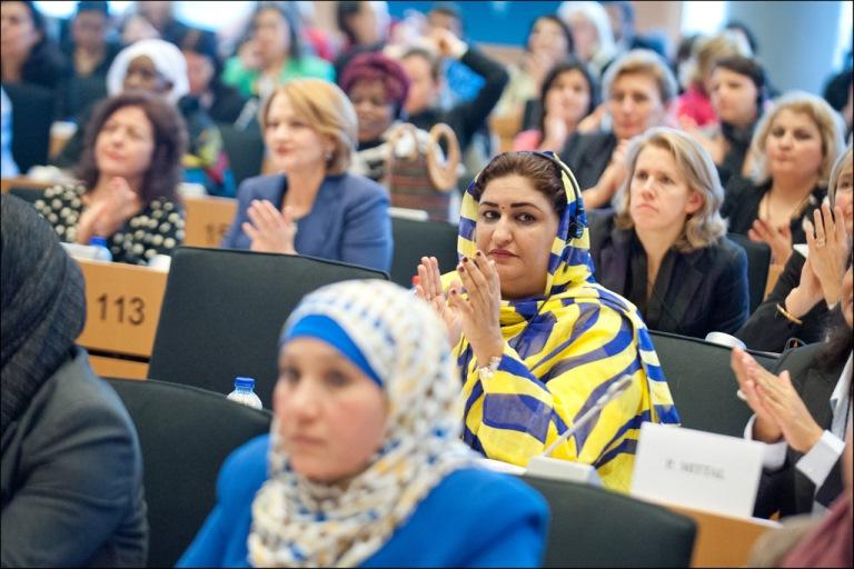 Mujeres ocupando el Parlamento Europeo