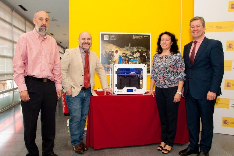 Foto de familia de los representantes del CERMI, el Ceapat y el Imserso