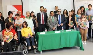 CERMI Galicia y la Fundación Vodafone entregan 60 tablets a personas con discapacidad
