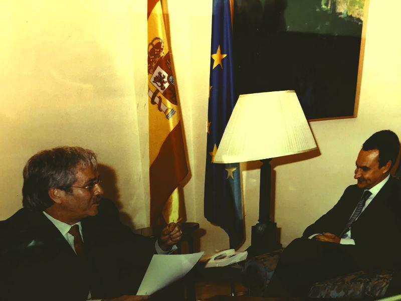 Adolfo Sánchez, presidente de la Fundación Española de la Tartamudez con el presidente del gobierno entonces (2005) Zapatero