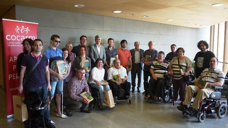 El COCARMI y Fundación Vodafone España entregan 60 tablets a personas con discapacidad para un estudio sobre aplicaciones accesibles