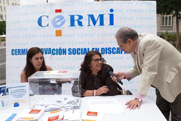"""Dos mujeres en las mesas de votaciones, entrevistadas por José Manuel González Huesa, director de """"cermi.es semanal"""" y director general de Servimedia"""