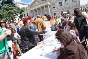 Concentración cívica del CERMI para exigir el derecho al voto de casi 100.000 personas