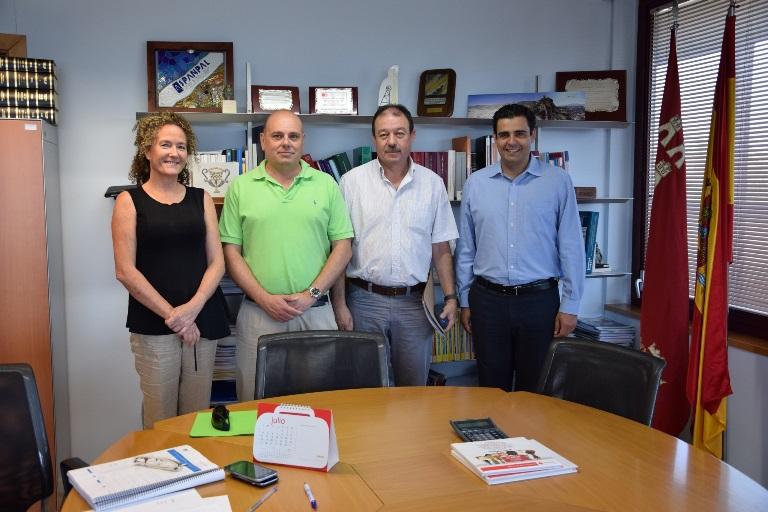 El director general del Servicio Regional de Empleo y Formación (SEF), Alejandro Zamora, con representantes del CERMI Región de Murcia