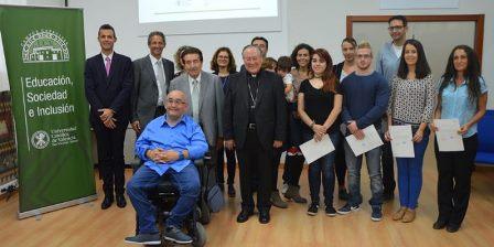 """Diez estudiantes con discapacidad reciben las """"Becas CERMI-Capacitas"""" para su formación de grado en la Universidad Católica de Valencia"""
