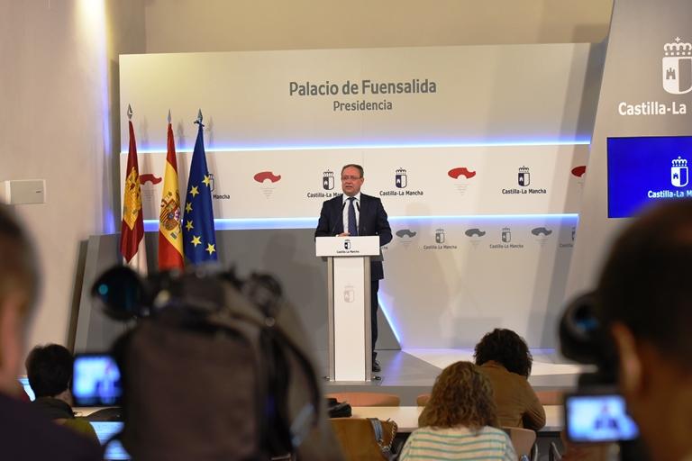 El consejero de Hacienda y Administraciones Públicas, Juan Alfonso Ruiz Molina, en la presentación de las cláusulas sociales para la contratación del sector público regional