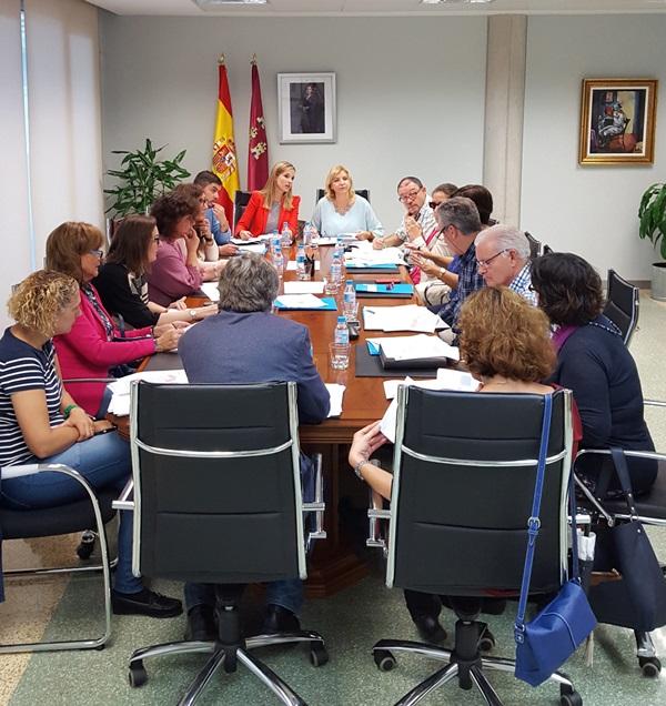 Violante Tomás se reunió con los miembros de la Comisión Regional de Atención Temprana y de la Comisión de Atención Temprana del CERMI Región de Murcia