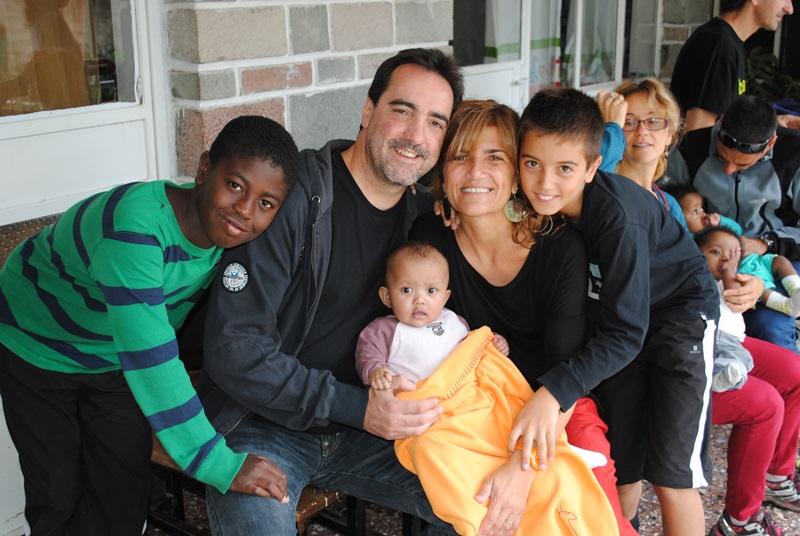 Enric Botí, presidente del Consejo Territorial de la ONCE en Cataluña, con su familia